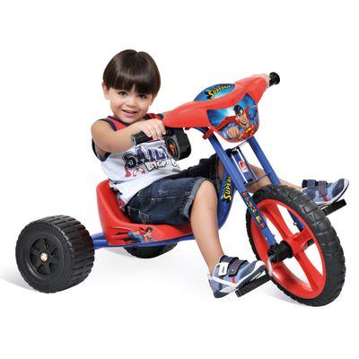 Crianca-com-Velotrol-Superman-Bandeirante