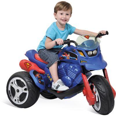 Crianca-com-Mini-Moto-Eletrica-Sport-Superman-6V-Bandeirante