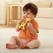 Crianca-com-Mordedor-Girafinha-Fisher-Price