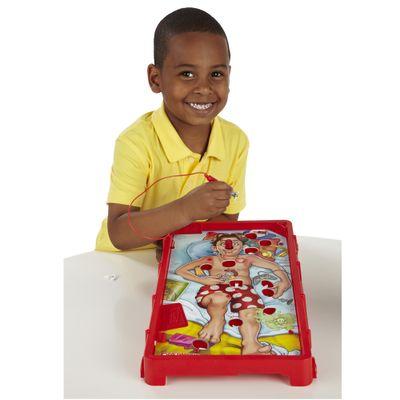 Menino-com-Jogo-Operando-2-Hasbro