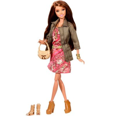 Boneca Barbie Style Luxo - Teresa com Jaqueta e Vestido - Mattel