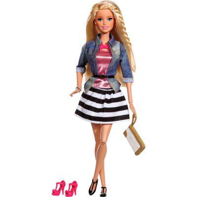 Boneca Barbie Style Luxo - Barbie com Jaqueta e Saia Listrada - Mattel