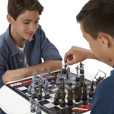Jogo de Xadrez com Personagens Miniaturas - Star Wars - Episódio VII - Rebels Vs First Order - Hasbro