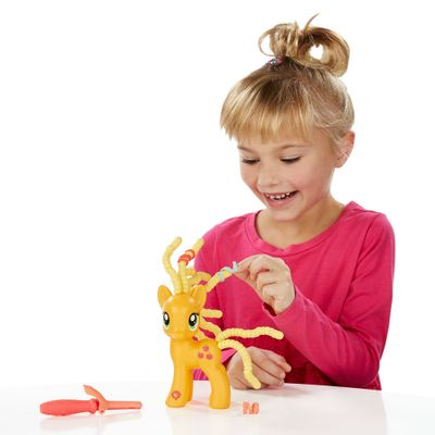 Figura My Little Pony Explore Equestria - Applejack Penteado Adorável - Hasbro
