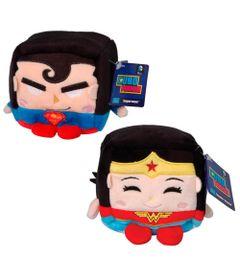 Conjunto-com-2-Pelucias---Cubomania-10-cm---DC-Comics---Batman-Vs-Superman---Mulher-Maravilha-e-Superman---Candide