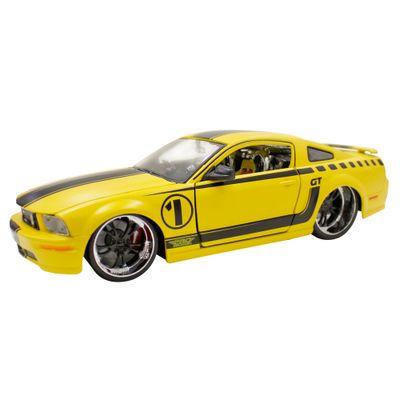 Carro-Colecionavel-Pro-Rodz-Ford-Mustang-GT-2006-1-26-Maisto