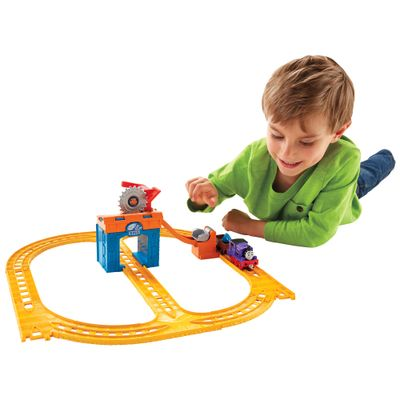 Ferrovia-Thomas---Friends---Dia-na-Pedreira---Fisher-Price