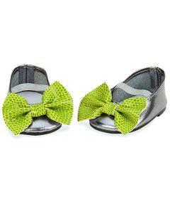 kit-de-sapatos-sapatilha-prata-com-laco-verde-our-generation-candide