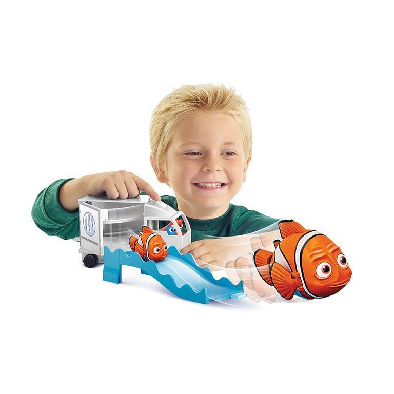 Disney Pixar Finding Dory Swigglefish Hank Truck Play set NEW