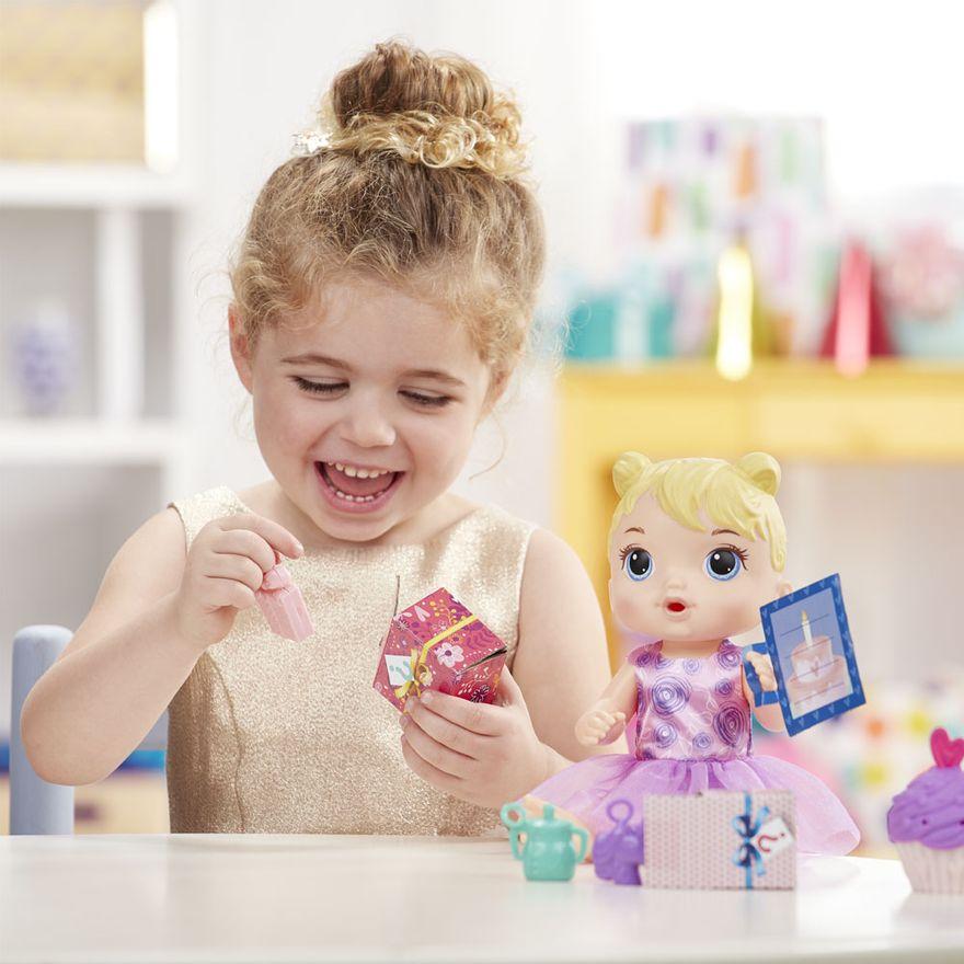 boneca-baby-alive-festa-de-presentes-loira-e8719-hasbro-E8719_Detalhe2