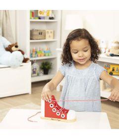 Brinquedo-Infantil---Aprendendo-a-Amarrar-o-Cadarco---Melissa-And-Doug