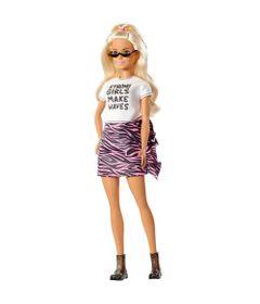 boneca-barbie-fashionista-blusa-branca-e-saia-rosa-mattel_Frente