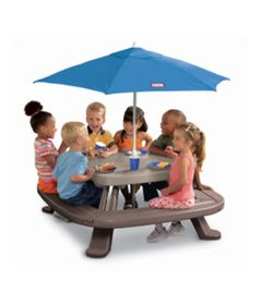 mesa-picnic-com-guardasol-little-tikes2
